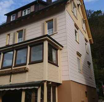 Teil-Modernisierte DG-Wohnung mit drei Zimmern und EBK in Bad Wildbad Calmbach