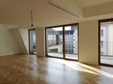 Luxus an der Frauenkirche: Maisonette mit Kamin, 7 Zimmern, 3 Bädern, 2 Terrassen u.v.m.
