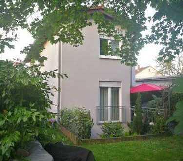 Einfamilienhaus mit Einliegerwohnung und Garten in Traisa