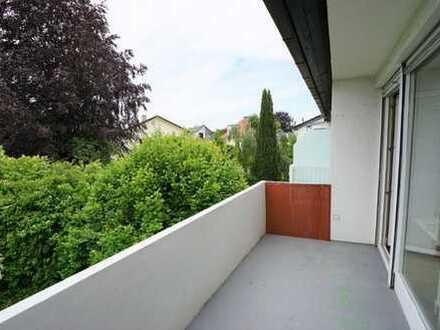 Ruhige, sehr gut geschnittene 2-Zi.-Wohnung in Kleinhadern mit zusätzlicher Nutzfläche im DG
