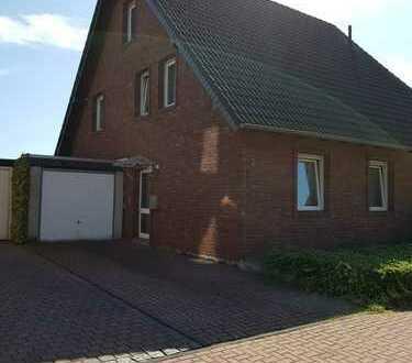 Helle modernisierte 3,5-Zimmer-Maisonette-Wohnung mit Einbauküche in Duisburg Baerl
