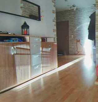 Schöne 6-Raum-Etagenwohnung im 2. OG links/rechts (auch WG-geeignet)