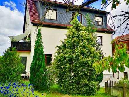 schöne große Doppelhaushälfte mit Garten und Blick in die Natur