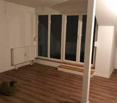Stilvolle, neuwertige 2-Zimmer-Dachgeschosswohnung mit Balkon in MS-City