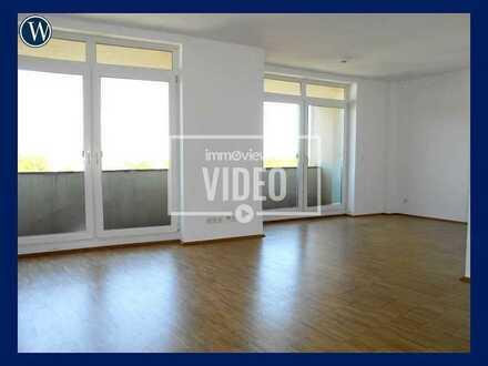 Renovierte 2-Zimmer-Wohnung mit Parkett + Wannenbad + Balkon + Aufzug!! Jetzt einziehen!!