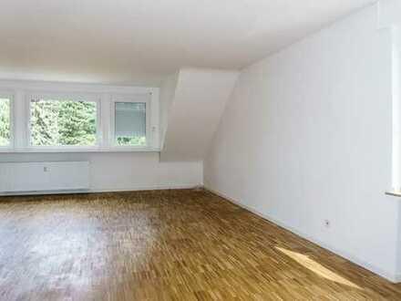 Wevelinghoven: Großzügige und helle 3-Zimmer-Wohnung im Dachgeschoss mit 2 Bädern
