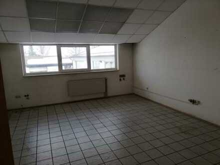Büroräume in 1. Etage mit angrenzenden Lagerhallen