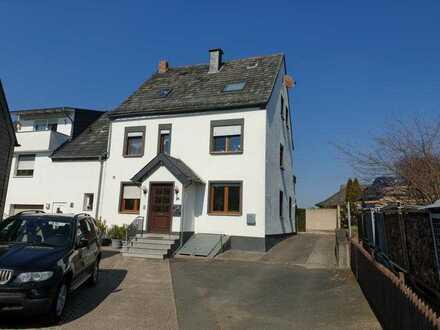 Erschwingliche, ruhige und gepflegte 4-Zimmer-Wohnung mit EBK und Balkon in St.Goar-Werlau.