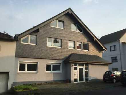 Gepflegte 4-Zimmer-Wohnung mit großer Loggia in Bergheim-Glessen