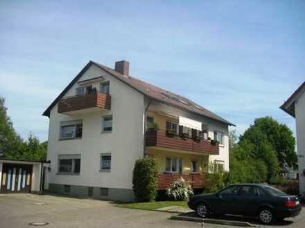 Gepflegte 5-Zimmer-Wohnung mit Balkon und EBK in Neu-Ulm OT Pfuhl