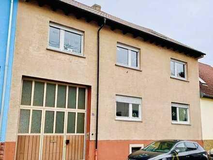 Zweifamilienhaus mit Scheune und Garage auf 505 m² Grundstück