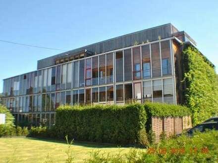 Kreuztal: Behindertengerechte Komfort-Wohnung, Bj. 2000 mit Balkon; großer Aufzug im Haus !