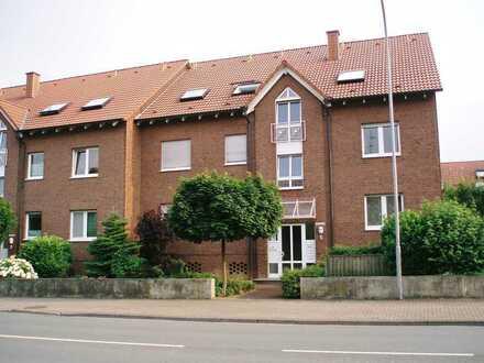 Neuwertige Dachgeschosswohnung mit einem Zimmer sowie Balkon und Einbauküche in Werl