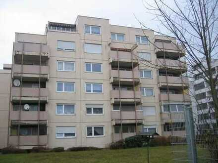 2-Zimmer-Wohnung im Erdgeschoß mit ca. 65,68 m² Wohnfläche, Balkon, Keller und Außenstellplatz