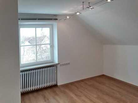 Schöne drei Zimmer Dachgeschoss-Wohnung in Allershausen (Kreis Freising)