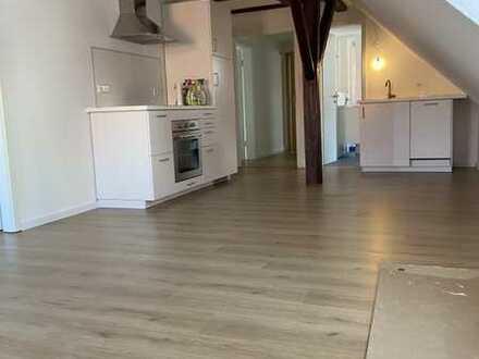 Erstbezug nach Sanierung: Moderne 2-Zimmer-DG-Wohnung m. Einbauküche, denkmalgeschützt, Leonberg