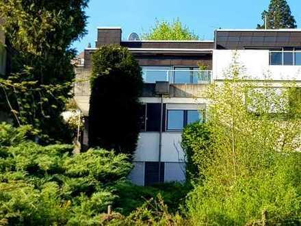 Traumhafte Aussicht - Einfamilienhaus mit 7 Zimmern in exklusiver Halbhöhenlage in Stuttgart-Süd-