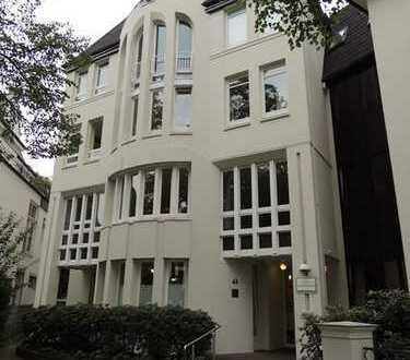 Innenstadt - Theaterwall: renovierte 3-Zimmer-Wohnung in bester Lage