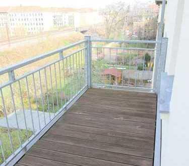 *** 2-Raum Wohnung mit Balkon * frisch renoviert * hell * großzügig geschnitten ***