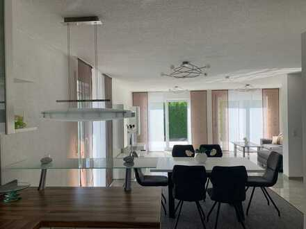 Neuwertige und helle Doppelhaushälfte mit Einbauküche, Garage und Stellplatz in Neu-Ulm