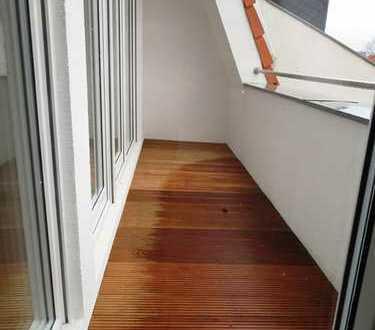Dachgeschoß zum Erstbezug in gefragter Kiezlage mit Terrasse, Fußbodenheizung und hohen Decken!