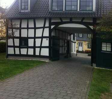 Bonn - Mehlem, 4 Zimmer Eigentumswohnung in historischer Wohnanlage mit Stellplatz zur Kapitalanlage