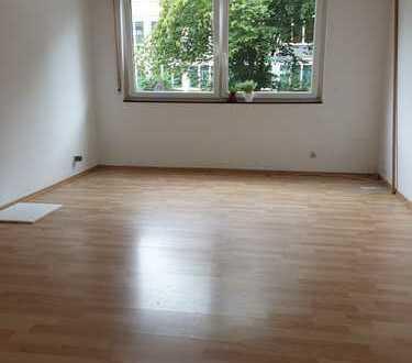 Große 2-Zimmer-Wohnung mit neuer Einbauküche, Balkon, zentrumsnah