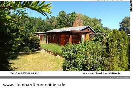 Wochenendgrundstück mit Ferienhaus in kleiner Waldsiedlung auf Eigentumsland