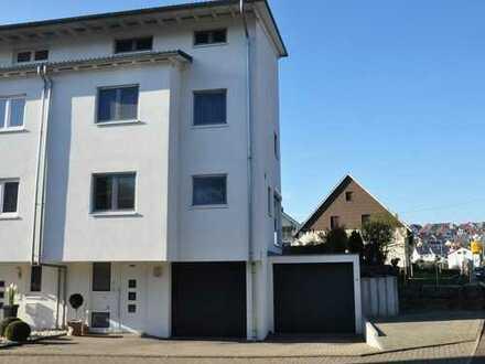 Moderne und gepflegte Doppelhaushälfte in Aidlingen, Landkreis Böblingen