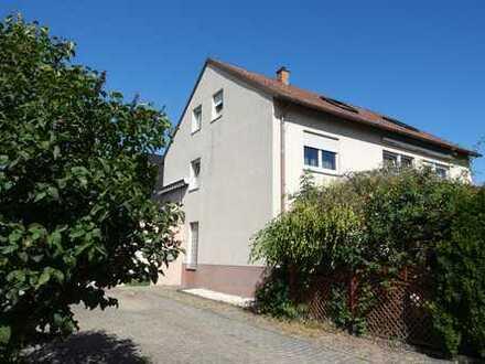 Attraktives 3 Familienhaus mit 2 Einzelgaragen und Garten in bevorzugter Wohnlage von Tamm