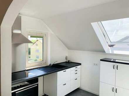 Lichtdurchflutete Dachgeschoss Wohnung mit Dachterrasse, Saniert und Erstbezug
