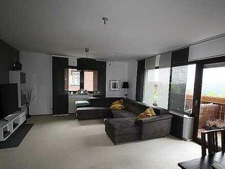 Grosszügige 3-Zimmer-Wohnung,Kü.mit neuwertiger EBK,TGL-Bad,Gäste WC,Keller,2 PKW-Stellpl.,Balkon...