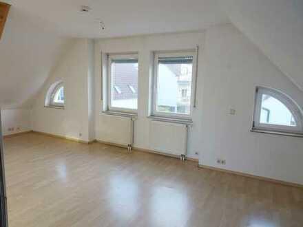 Sehr gemütliche 1 Zimmerwohnung mit Dachterrasse und Garage im modernen 5 - Familienhaus