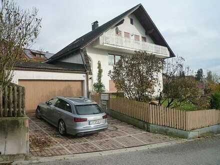 Geräumiges Haus mit 3 Wohnungen