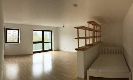 Gepflegte 1-Zimmer-Wohnung mit Balkon und EBK in Neusäß