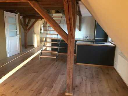 Top Renovierte Altbauwohnung mit EBK und Badmöbel