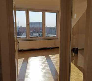 Exklusive, gepflegte 3-Zimmer-DG-Wohnung mit Einbauküche in Hannover