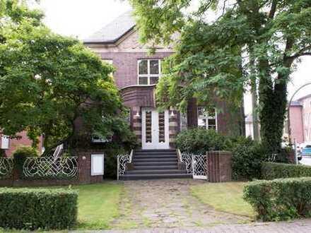 """Repräsentieren-Wohnen-Arbeiten"""" Denkmalgeschützte Villa neben dem Marienhospital"""