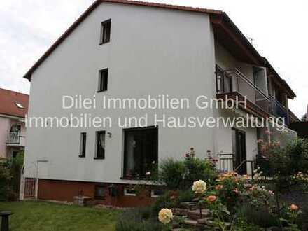 **Traumhaftes Reiheneckhaus mit parkähnlichem Gartengrundstück, ausgebautem Dachstudio und Garage**