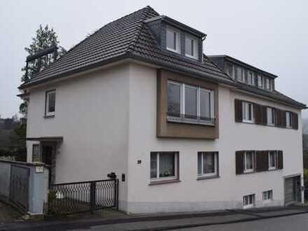 Wohnen wie im eigenen Haus! Goßzügige 4-Zimmerwohnung mit Dachterrasse!