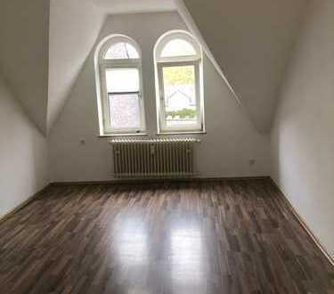 Moderne 3 Zimmer- Dachgeschosswohnung in ruhiger Lage!!!