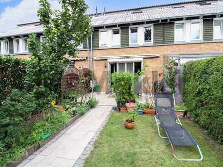 Ruhig und grün wohnen in Hamburg-Bramfeld: Reihenmittelhaus mit Garten und Carport