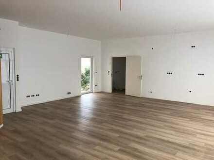 Moderne Büro oder Praxisräume mit Aussenbereich und großem Keller