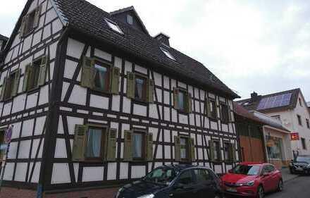 -Von Privat- Schöne zwei-Etagenwohnung im Mehrfamilien-Fachwerkhaus in zentraler Lage