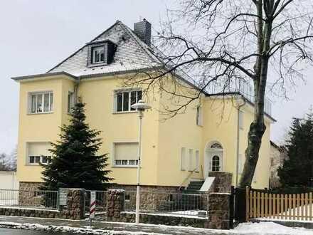 Sanierte Wohnung mit eineinhalb Zimmern sowie Balkon und EBK in Coswig