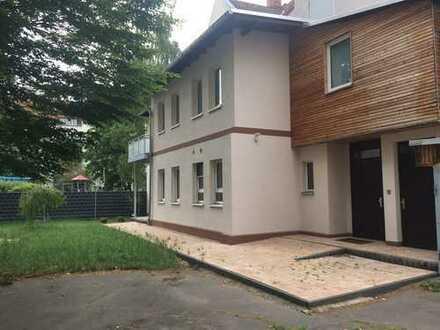 Neuwertige Erdgeschosswohnung mit Süd-West-Terrasse im Gartenhaus