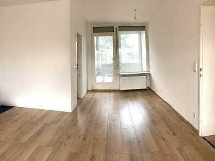 Modernisierte Wohnung mit vier Zimmern sowie Balkon und EBK in Bremen