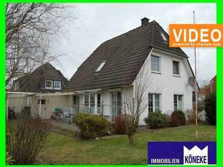Freundliches Einfamilienhaus, mit Garage, 2 Gartenhäuser, Kamin, ...