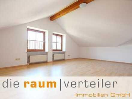 die raumverteiler immobilien: renovierte DG-Wohnung in ruhiger Lage von Bruckmühl mit Bergblick