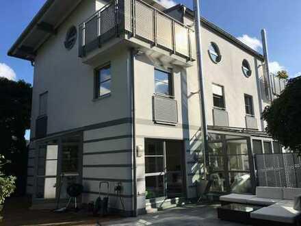 Schönes, modernes Haus mit fünf Zimmern und gehobener Ausstattung in München (Kreis), Gräfelfing